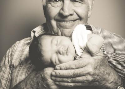 abuelo con bebé
